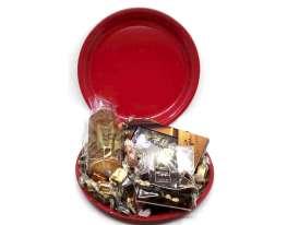 Plato Rojo / Surtido de Especialidades Goya