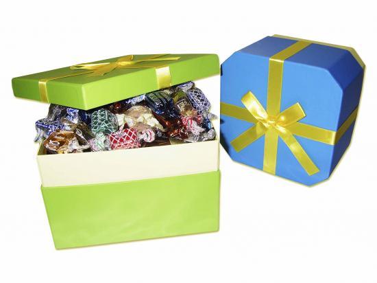 Caja Cartón con Lazo/ surtido especialidades y trufas. B021